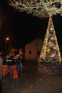 Aufstellen der Weihnachtspyramide am Lamm-Eck